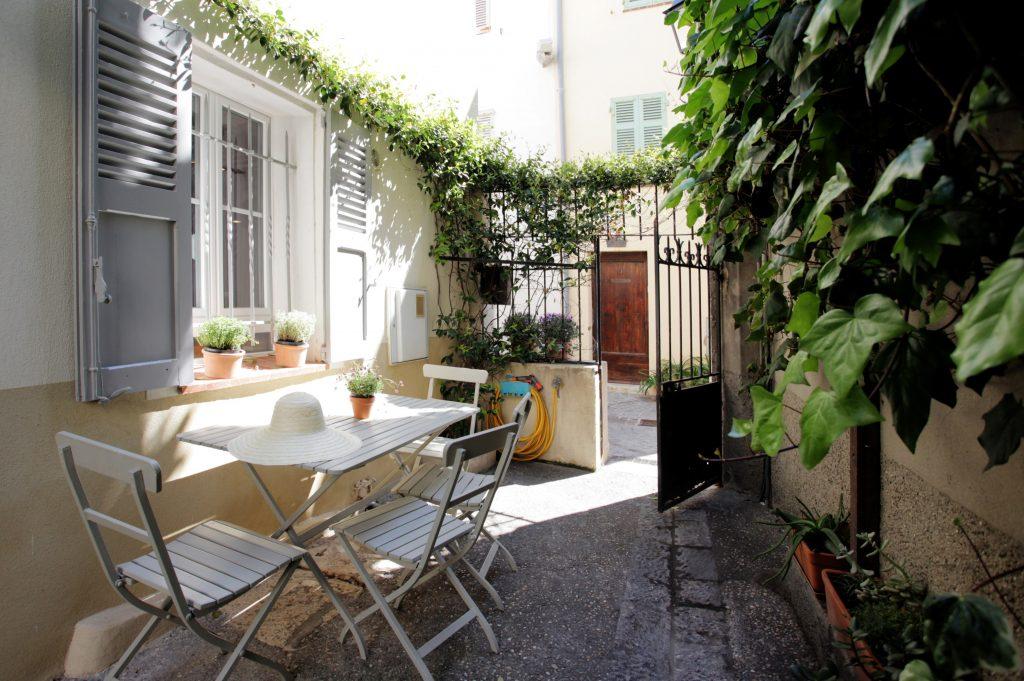 Maison du Bateau - Luxury apartment - courtyard